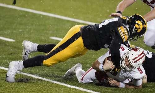 Iowa football 2020 season awards: Tyler Linderbaum, Daviyon Nixon named…